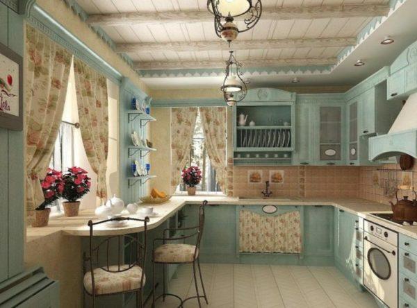 Кухня в стиле прованс с хорошим естественным освещением.