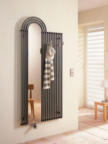 Фото оригинальной конструкции, совмещающей радиатор, зеркало и вешалку