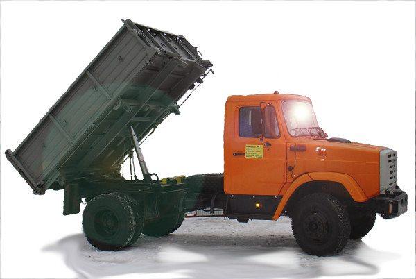Гидроцилиндр под кузовом самосвала развивает усилие в несколько тонн. Его обеспечивает подача масла по рукаву высокого давления.