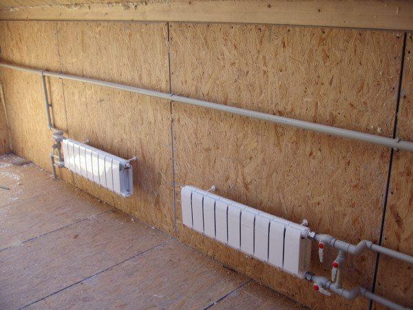 Количество низких радиаторов определяется расчётным способом