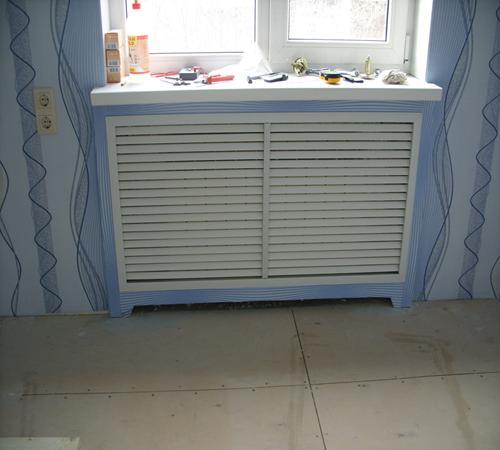 Короб на фото уменьшит теплоотдачу радиатора как минимум на треть.