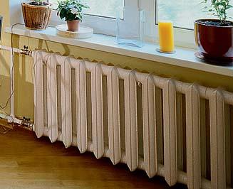 Крепление чугунных радиаторов к стене должно быть очень надежным, особенно если количество ребер в конструкции большое