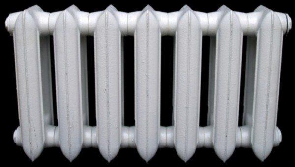 На фото - низкий чугунный радиатор отечественного производства.
