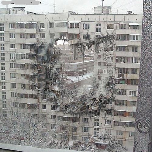 На фото - последствия взрыва бытового газа.