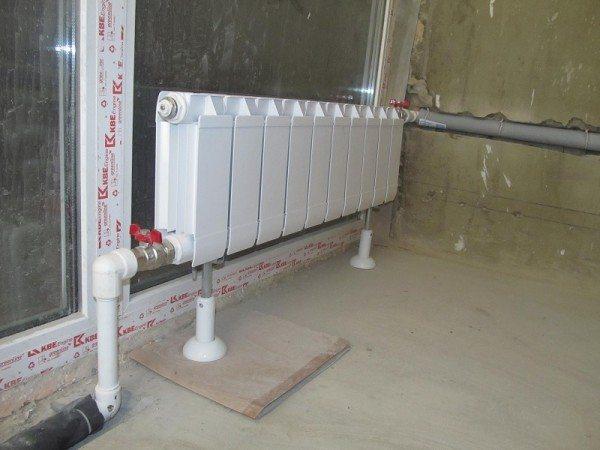 Напольная установка выполняется на приобретенные отдельно кронштейны.