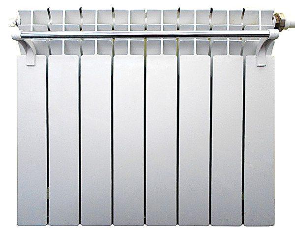 Навесной полотенцесушитель защитит штору от контакта с горячей поверхностью.