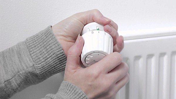 Полностью открытый клапан соответствует максимальному нагреву на шкале термоголовки.