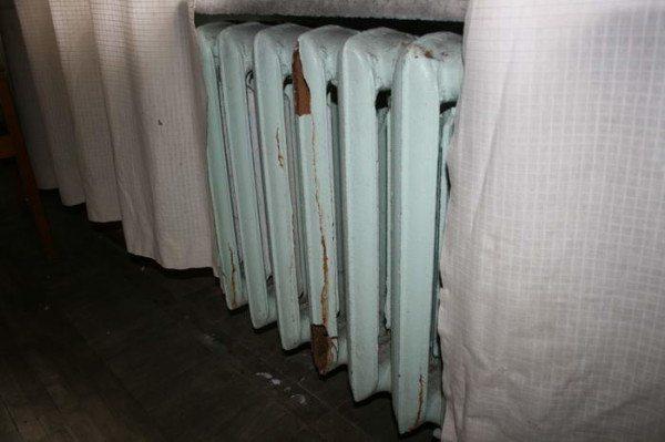 При замерзании вода может «порвать» радиатор