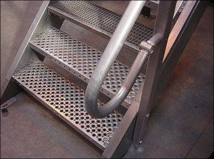 пример лестницы из профиля