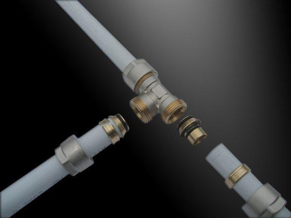 Принцип монтажа труб к ПНД фитингу с втулкой