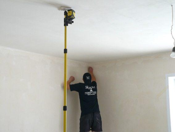 проход трубы через потолок