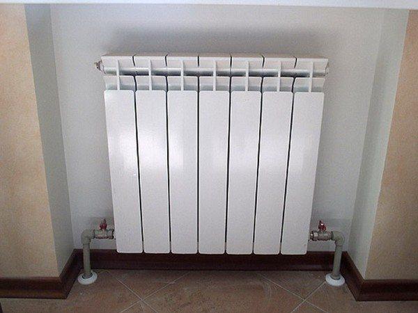 Промывка не нужна и при нижнем подключении радиатора. Ил полностью вымывается из нижнего коллектора потоком теплоносителя.
