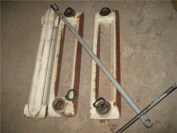 Радиатор разобран для замены межсекционных прокладок.