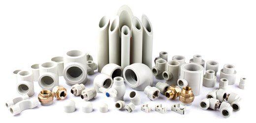 Размеры фитингов для канализации, ровно как и труб из ПВХ, могут быть самыми разными.