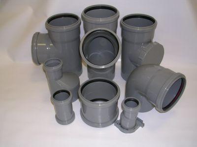 Резиновые уплотнители обеспечивают надежную герметизацию, однако немного герметика не помешает.