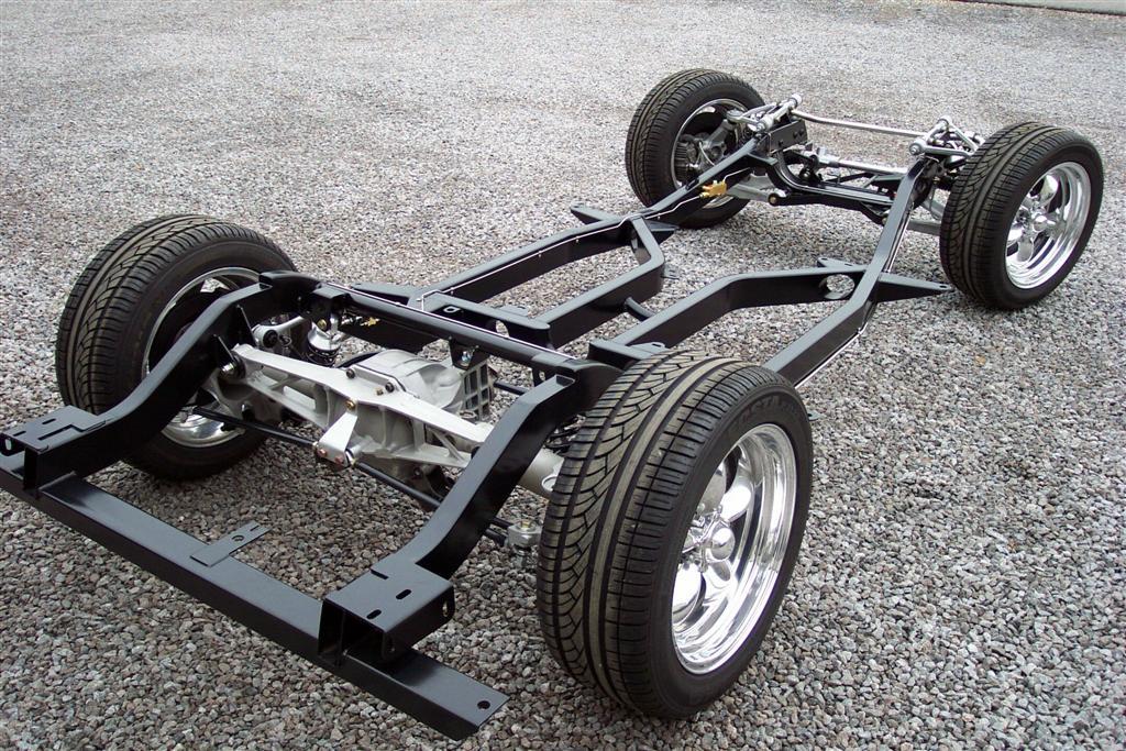 Шасси легкового автомобиля. На фото хорошо виден материал.