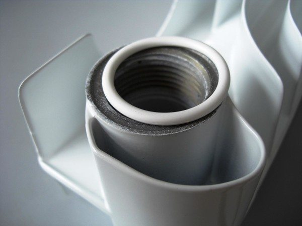Силиконовая прокладка в форме бублика устанавливается только в радиаторы с кольцевой проточкой на секциях.