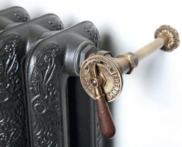 Терморегулятор для чугунного радиатора отопления может быть выполнен в виде старинного изделия