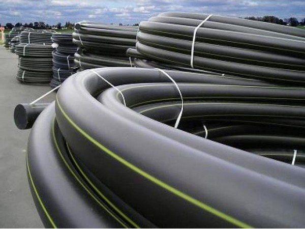 Трубы и фитинги различного диаметра и предназначения.