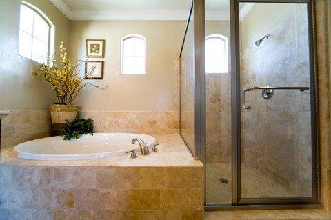 видео как спрятать трубы в ванной