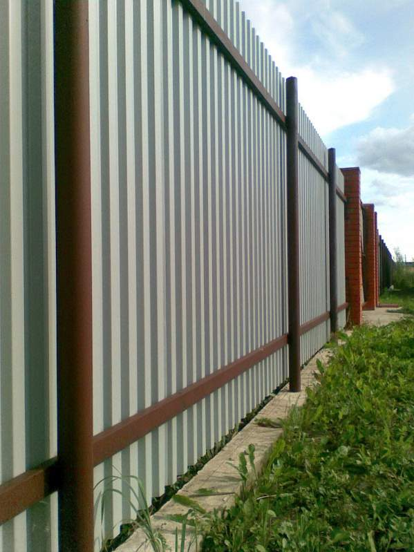 забор из квадратной трубы